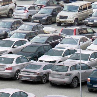 Toms seglins parking lot
