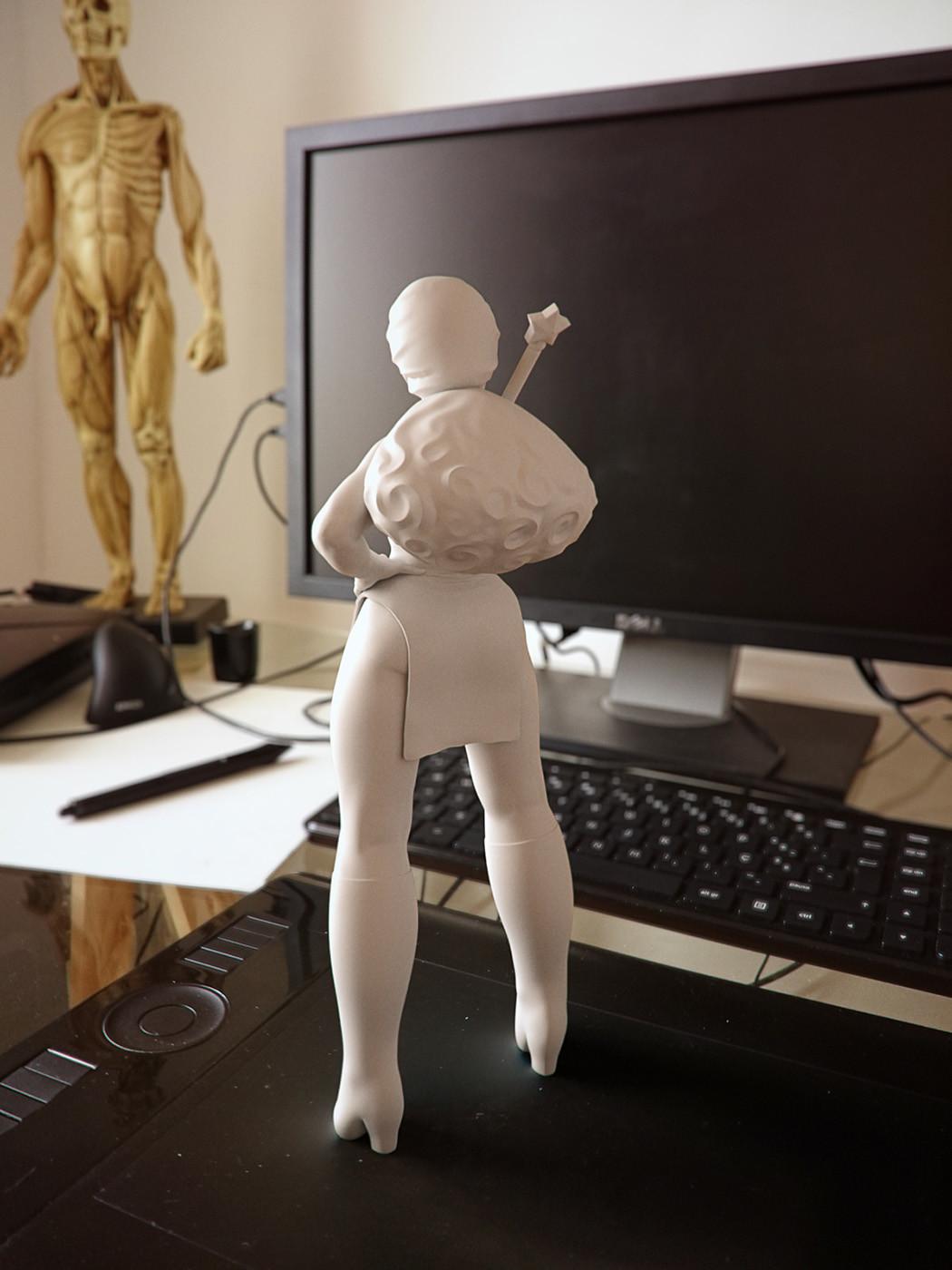 Cgmonkeyking stronggirl desk fr21 pn01 pp small